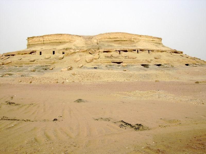 Al Qasr tombs