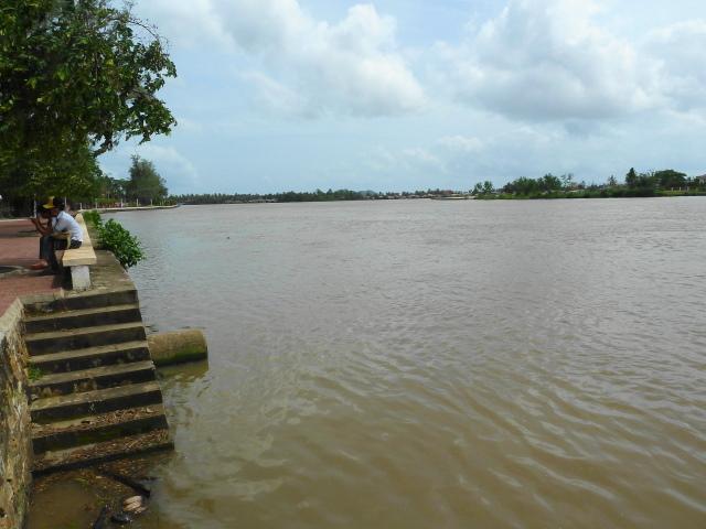 River dividing Kampot in 1/2