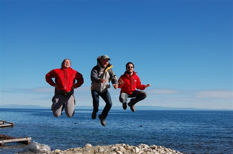 Jumping on Lake Baïkal shore
