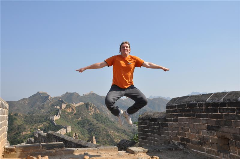 Sylvain and his unique jumping style, jumpin on the great wall