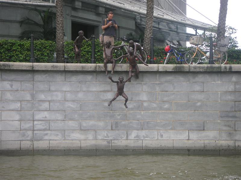 Famous statue along Sinapore River