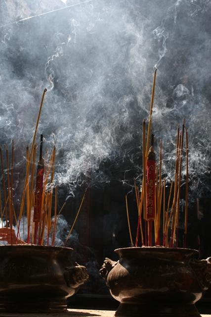 chinese temple prayer