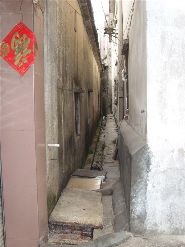 A narrow wall in DF