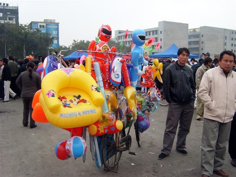 Selling baloons