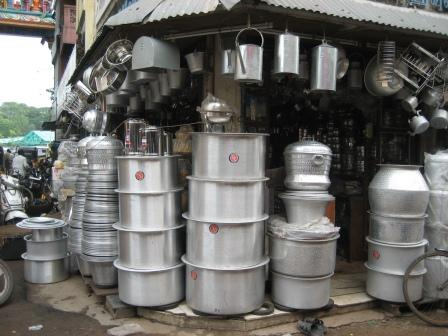 Außerdem werden in Chennai alle möglichen Arten von Blechgeschirr/-töpfe produziert.