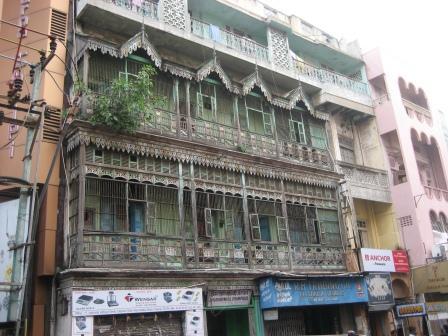 George Town ist einer der ältesten Teile Chennais, was immer wieder an den Fassaden erkennt.