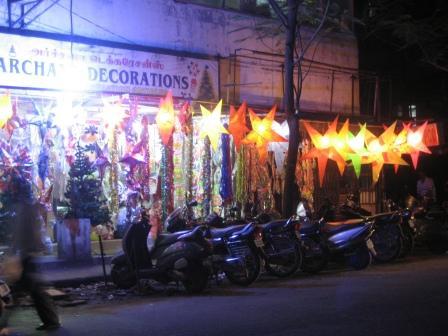 Man bekommt auch Weihnachtsdeko in Chennai