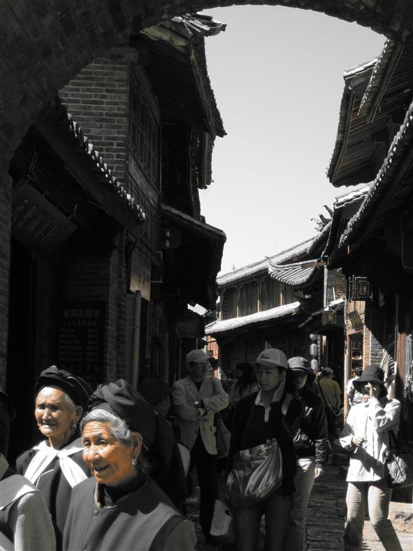 More locals in Lijiangs streets
