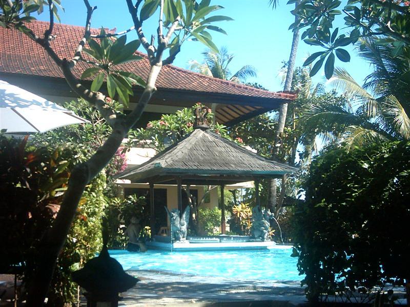 NUESTRO HOTEL EN LOVINA BEACH, BALI