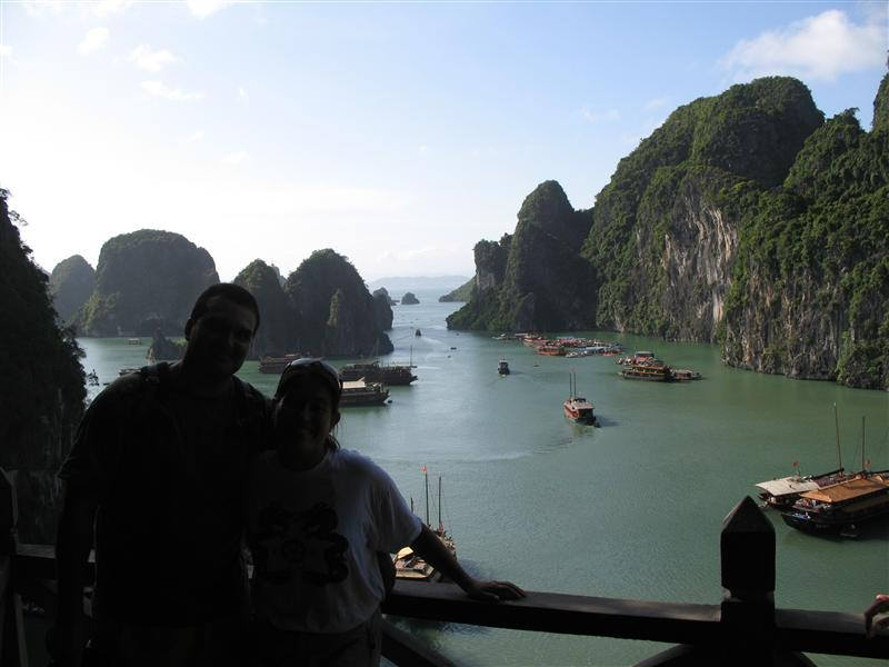 EN MEDIO DE HALONG BAY