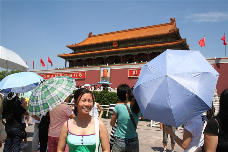 tian an men.. full of tourists and umbrellas blocking everything :(