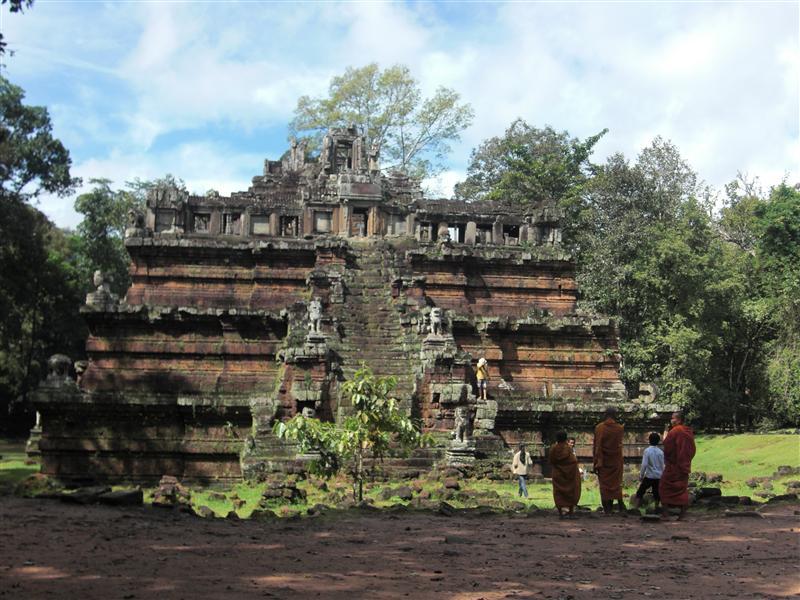 Templo con monjes incluidos, para postal