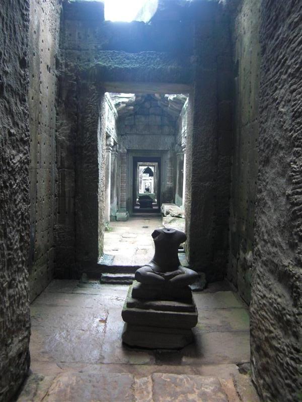 Puertas y más puertas en el interior de los templos