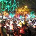 La ciudad de las luces: las de navidad y las de las motos