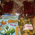 Dried cherry tomatoes, persimmon, hibiscus, mixed vegetables crisps, and artichoke tea