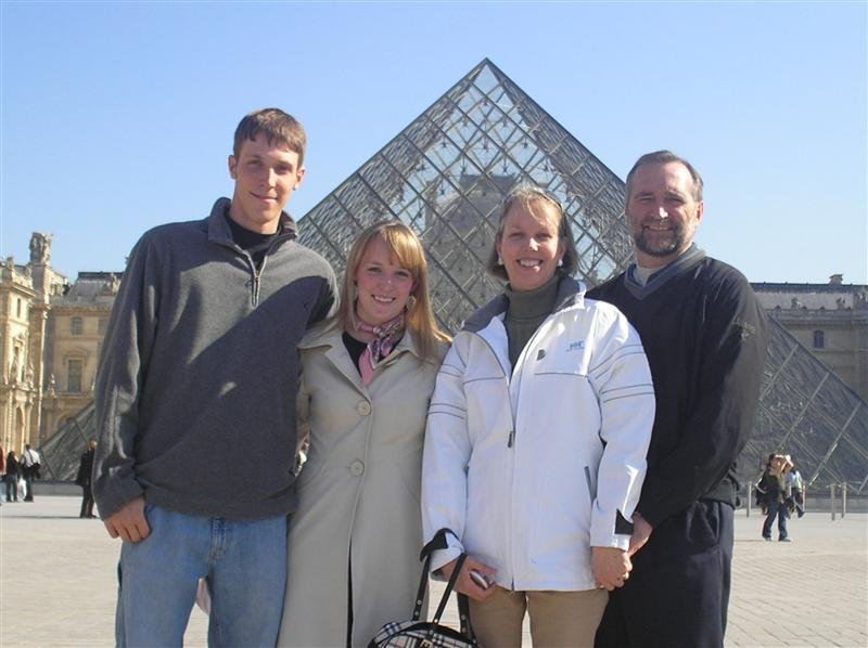 the family in front of the louvre