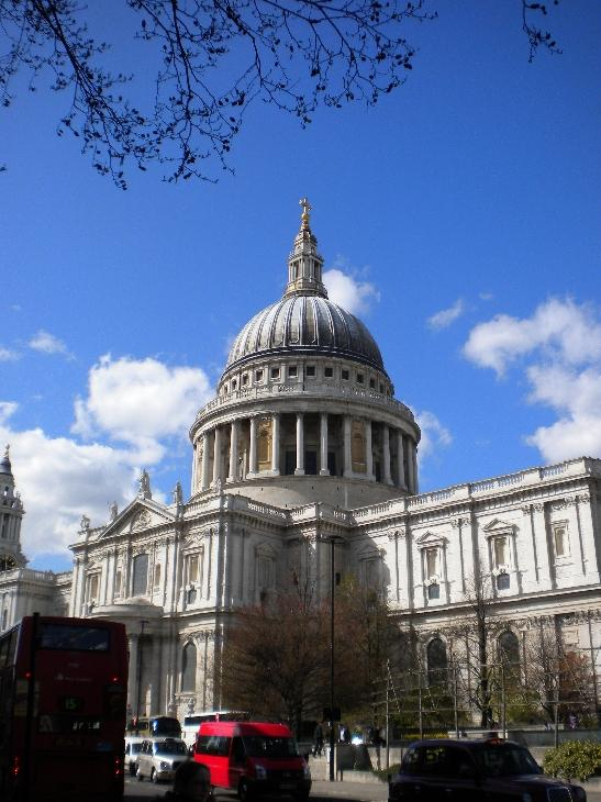 It's hard to get a whole photo of St Pauls as it's so enormous it won't fit in the frame!