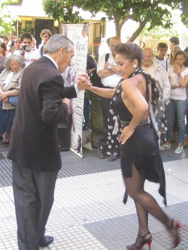 Tango in the street